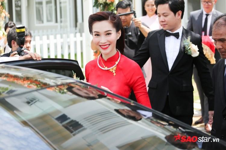 Dang Thu Thao cuoi tit mat, nam tay khong roi chu re-Hinh-4
