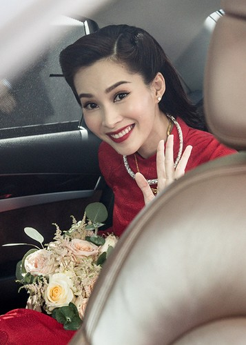 Dang Thu Thao cuoi tit mat, nam tay khong roi chu re-Hinh-5