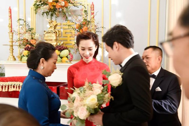 Dang Thu Thao cuoi tit mat, nam tay khong roi chu re-Hinh-7