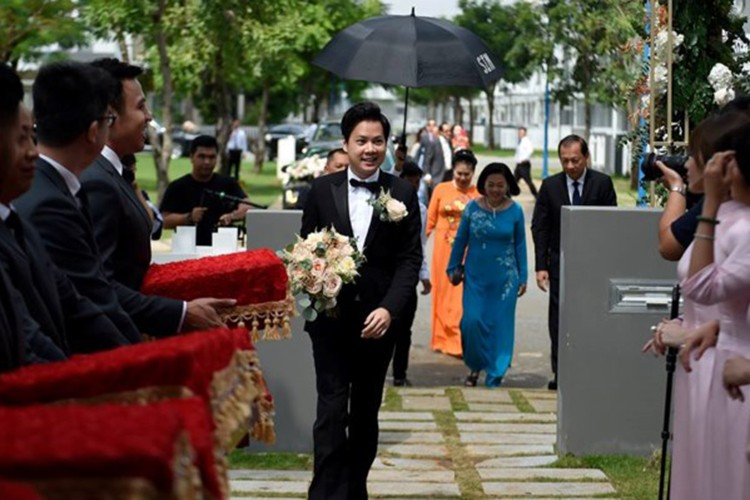 Dang Thu Thao cuoi tit mat, nam tay khong roi chu re-Hinh-8
