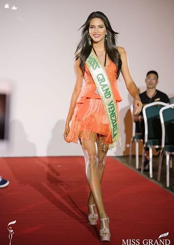 Huyen My cung thi sinh Miss Grand International chinh thuc deo dai bang-Hinh-11