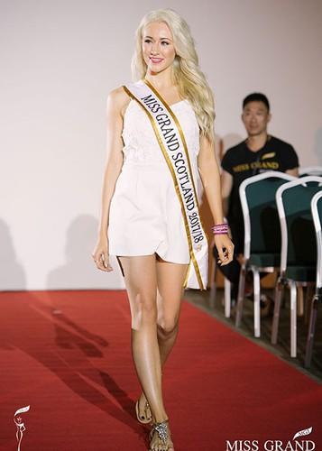 Huyen My cung thi sinh Miss Grand International chinh thuc deo dai bang-Hinh-12