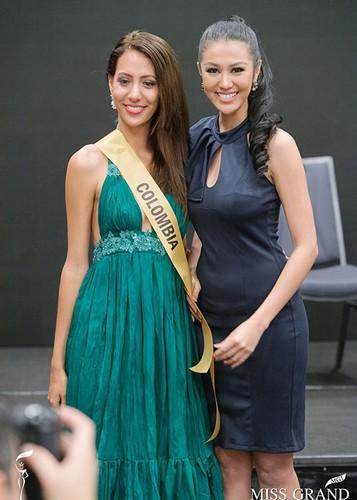 Huyen My cung thi sinh Miss Grand International chinh thuc deo dai bang-Hinh-5