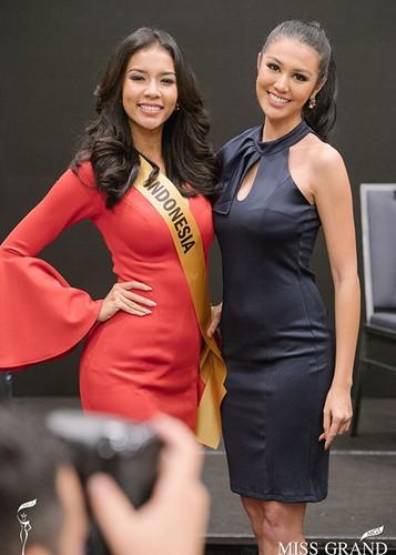 Huyen My cung thi sinh Miss Grand International chinh thuc deo dai bang-Hinh-7
