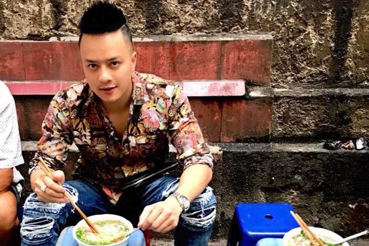 """Hot Face sao Viet 24h: Con trai Quoc Tuan """"ep"""" bo mua may giat moi-Hinh-2"""