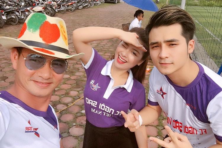 """Hot Face sao Viet 24h: Con trai Quoc Tuan """"ep"""" bo mua may giat moi-Hinh-5"""