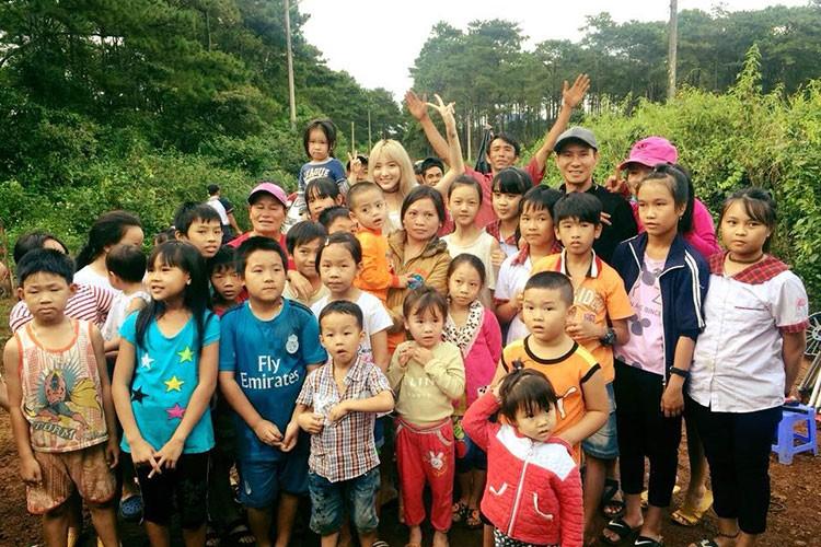 """Hot Face sao Viet 24h: Con trai Quoc Tuan """"ep"""" bo mua may giat moi-Hinh-6"""