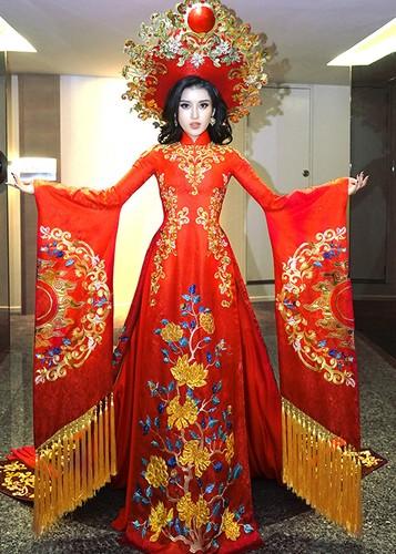 Trang phuc truyen thong tuyet dep cua Huyen My o Miss Grand 2017