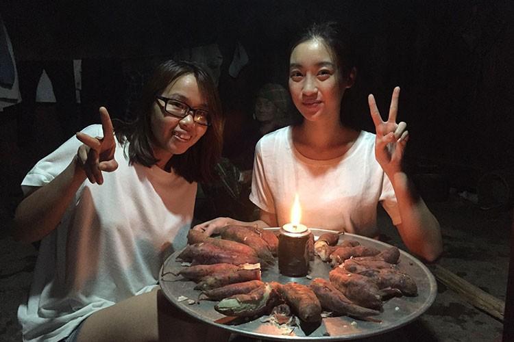"Do My Linh duoc tang ""banh sinh nhat"" khoai lang o Yen Bai-Hinh-5"