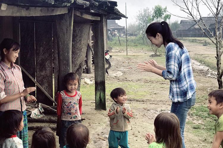 "Do My Linh duoc tang ""banh sinh nhat"" khoai lang o Yen Bai-Hinh-9"