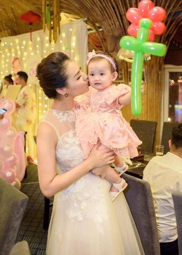 Hot Face sao Viet 24h: Dam Thu Trang ngay cang xinh mien che-Hinh-15