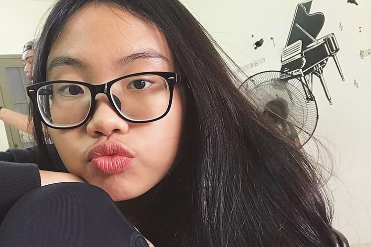 Hot Face sao Viet 24h: Ha Vi dien vay 2 day khoe vai tran goi cam-Hinh-13