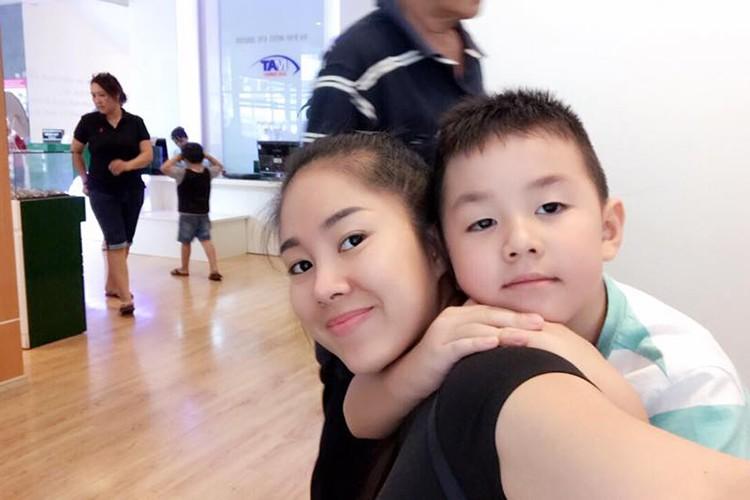 Hot Face sao Viet 24h: Ha Vi dien vay 2 day khoe vai tran goi cam-Hinh-2