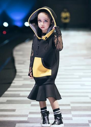 "Vu Cat Tuong cung tro cung gay ""nao loan"" san catwalk-Hinh-13"