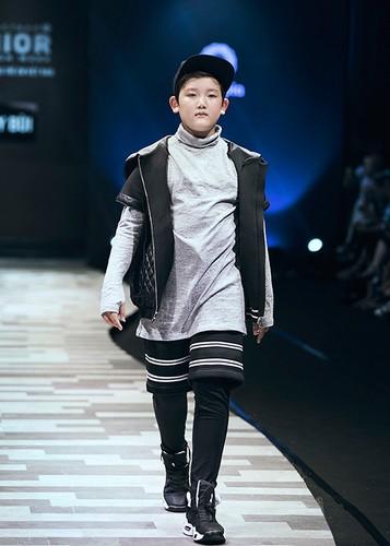 "Vu Cat Tuong cung tro cung gay ""nao loan"" san catwalk-Hinh-6"