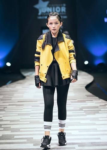 "Vu Cat Tuong cung tro cung gay ""nao loan"" san catwalk-Hinh-7"