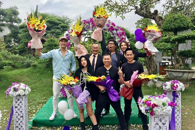 Hot Face sao Viet 24h: Xuan Bac tuoi tan giua on ao cua vo-Hinh-14
