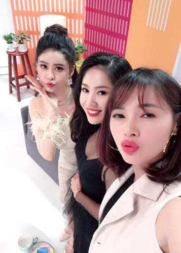 Hot Face sao Viet 24h: Xuan Bac tuoi tan giua on ao cua vo-Hinh-15