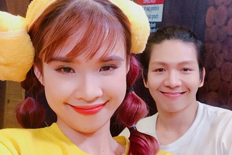 Hot Face sao Viet 24h: Xuan Bac tuoi tan giua on ao cua vo-Hinh-4