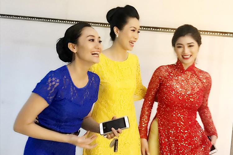 Hot Face sao Viet 24h: Xuan Bac tuoi tan giua on ao cua vo-Hinh-5