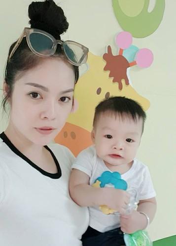 Hot Face sao Viet 24h: Xuan Bac tuoi tan giua on ao cua vo-Hinh-7