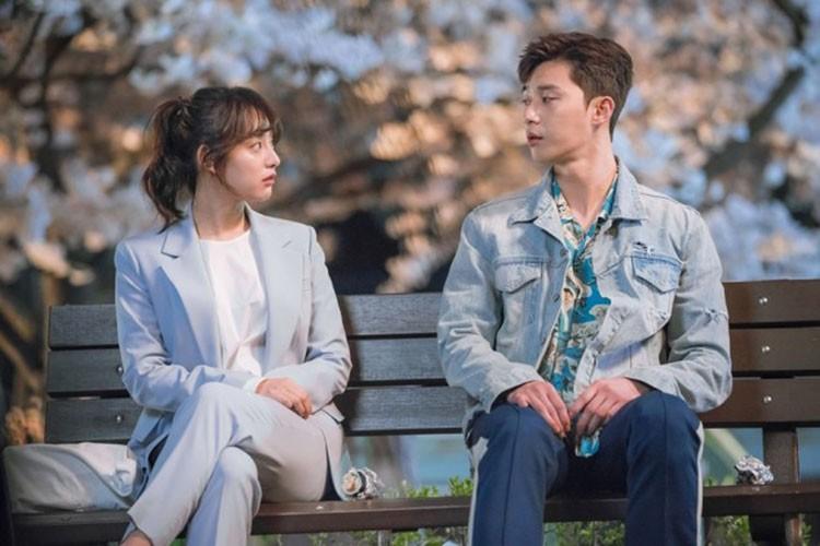 """Soi dan dien vien """"Hau due mat troi""""sau 1 nam phim len song-Hinh-12"""