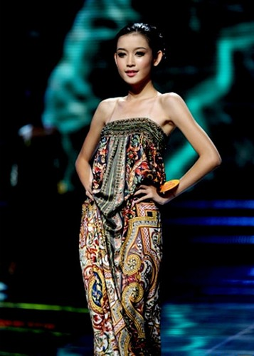 Huyen My: Tu mau teen den top 10 Miss Grand International
