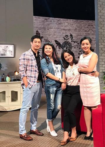 Hot Face sao Viet 24h: Hoang Thuy Linh - Vinh Thuy hen ho o Thai Lan-Hinh-10