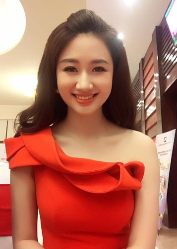 Hot Face sao Viet 24h: Hoang Thuy Linh - Vinh Thuy hen ho o Thai Lan-Hinh-11