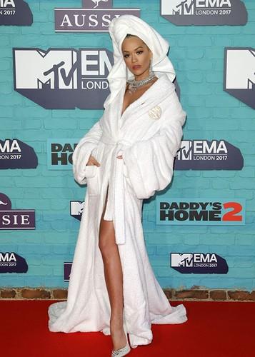 Dan sao Hollywood goi cam tren tham do MTV EMA 2017-Hinh-2