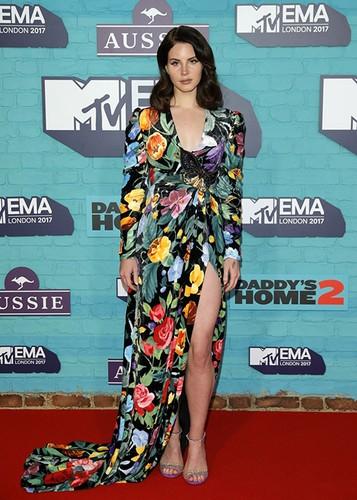 Dan sao Hollywood goi cam tren tham do MTV EMA 2017-Hinh-3