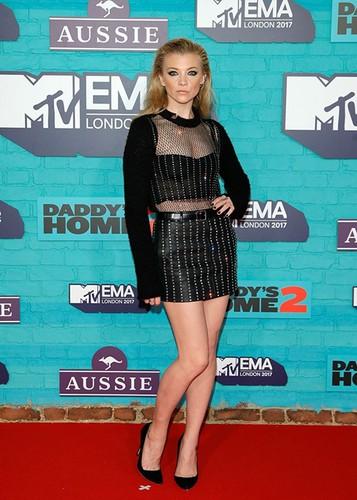 Dan sao Hollywood goi cam tren tham do MTV EMA 2017-Hinh-4