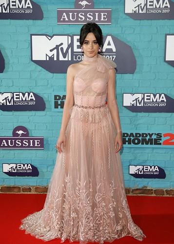 Dan sao Hollywood goi cam tren tham do MTV EMA 2017-Hinh-5