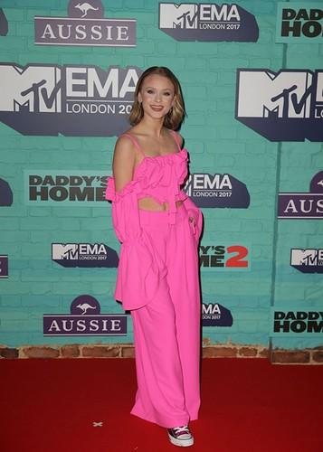 Dan sao Hollywood goi cam tren tham do MTV EMA 2017-Hinh-6