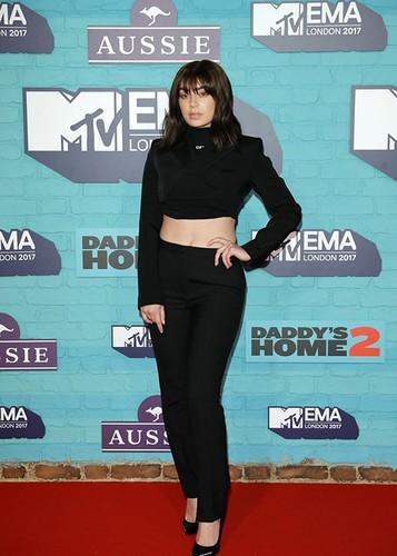 Dan sao Hollywood goi cam tren tham do MTV EMA 2017-Hinh-9