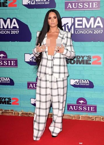 Dan sao Hollywood goi cam tren tham do MTV EMA 2017