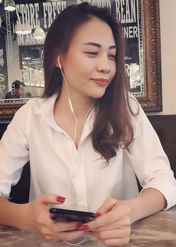 Hot Face sao Viet 24h: Dam Thu Trang mim cuoi hanh phuc