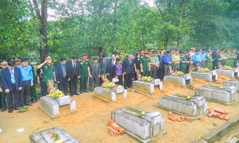 Xuc dong le an tang 12 hai cot liet si hy sinh tai Lao ve dat me-Hinh-12