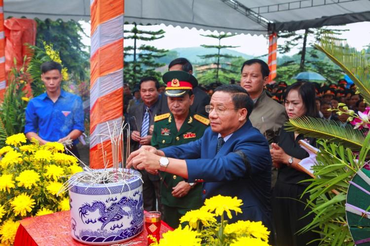 Xuc dong le an tang 12 hai cot liet si hy sinh tai Lao ve dat me-Hinh-6