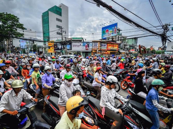 Khach Tay ri tai nhau dieu gi truoc khi toi Viet Nam?-Hinh-4
