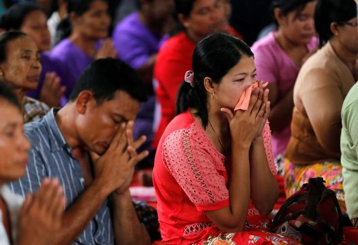Nuoc mat trong le hoa thieu nan nhan vu roi may bay Myanmar-Hinh-4