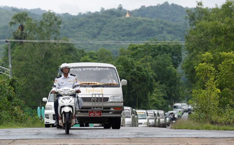 Nuoc mat trong le hoa thieu nan nhan vu roi may bay Myanmar