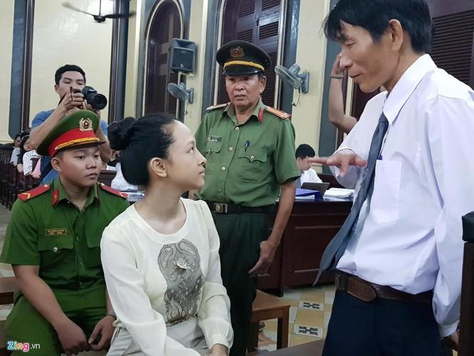 Anh: Hoa hau Phuong Nga cuoi tuoi nhu hoa truoc khi vao xet xu-Hinh-6