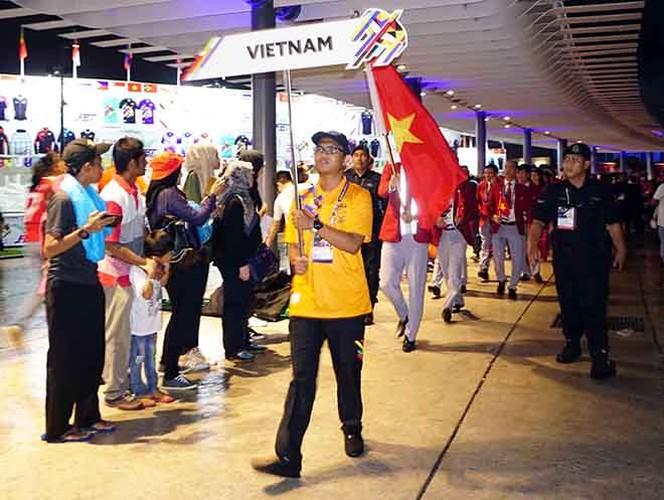 Khai mac SEA Games 29: Trai xinh gai dep doan Viet Nam toa sang