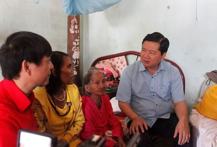 Hinh anh dep cac chinh khach tang qua Tet cho nguoi dan-Hinh-14
