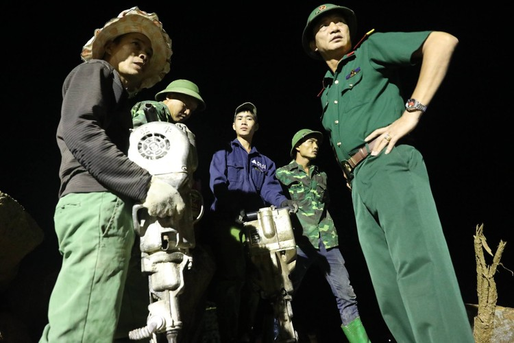 Anh: Trang dem tim nguoi mat tich trong lu quet tai Mu Cang Chai-Hinh-13