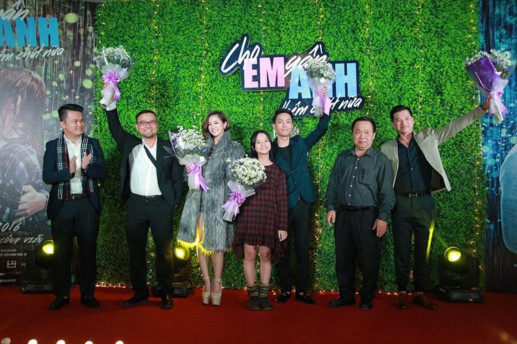 Jun Vu Dinh Hieu ngai ngung dien canh hon truoc khan gia-Hinh-15