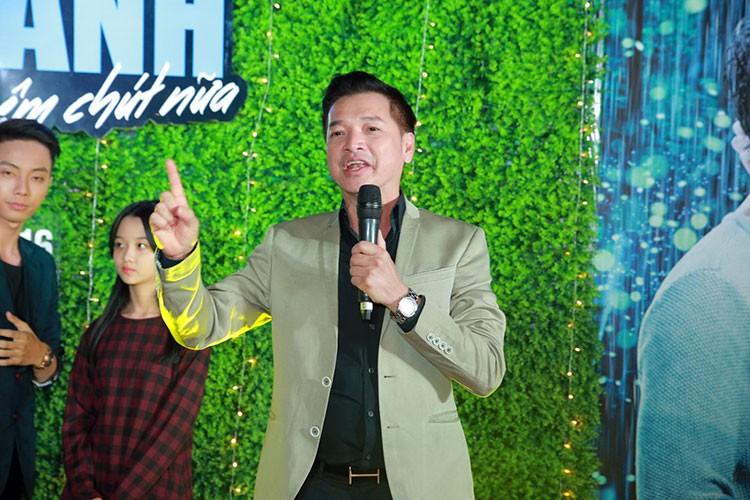 Jun Vu Dinh Hieu ngai ngung dien canh hon truoc khan gia-Hinh-7