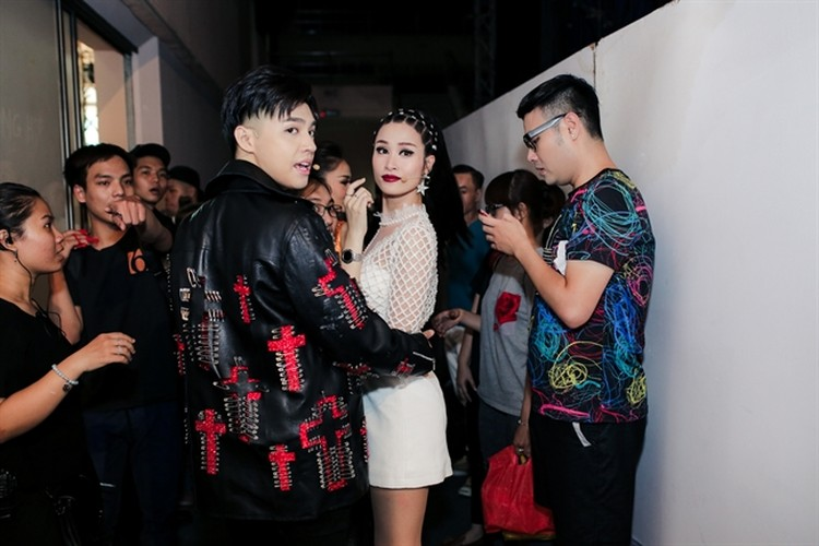 Noo Phuoc Thinh - Dong Nhi om nhau trong hau truong giua tam bao-Hinh-2