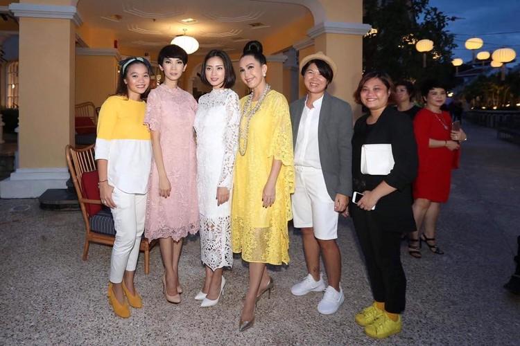 Angela Phuong Trinh va ban trai ra Phu Quoc xem show thoi trang-Hinh-9